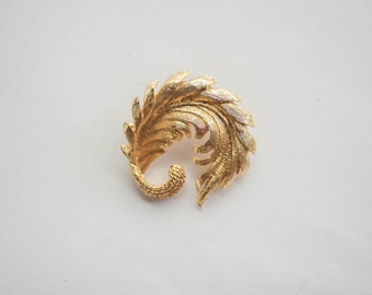 Vintage Feather Swirl Brooch Pin Gold Tone Retro Fashion