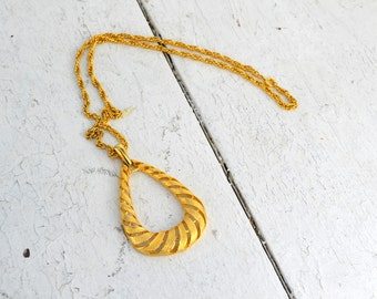 1960s Gold Doorknocker Pendant Necklace
