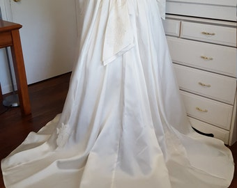 20% Vintage 50s Lace and Satin Wedding Gown With Train
