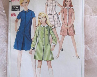 1960's Style. Simplicity Miss Dress Pattern. Number 7422. Copyright 1968. Bust 38.