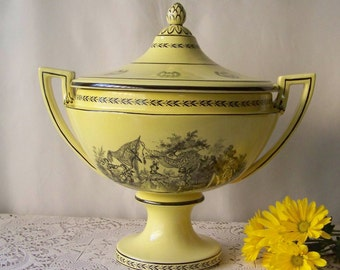 Vintage Mottahedeh Yellow Tureen Trophy Bowl Design Tureen Kitchen Decor Large Tureen Black Pen and Ink Style Scene Vintage 1970s