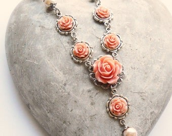 Flower necklace antique pink