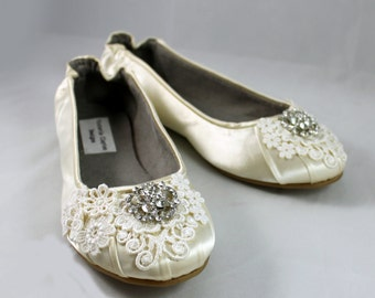 Ivory Lace Wedding  Flat Size 7 - SALE Wedding Ballet Flats with crystal brooch