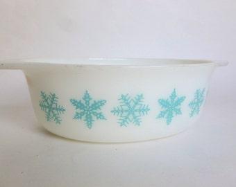 Pyrex Snowflake Pattern Oval Casserole Baking Dish 043 Turquoise Aqua on White 1.5 Quarts