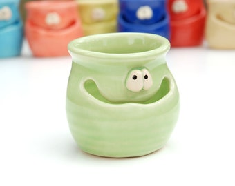THE GRINNIN' IDGIT - grass green - a Very Silly Egg Separator for the Cook Who Has Everything