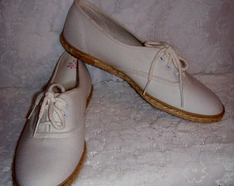 Vintage Ladies Off White Canvas Tennis or Deck Shoes by Grasshoppers size 8 1/2 S Only 7 USD