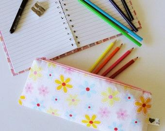Bright Daisy Pencil case