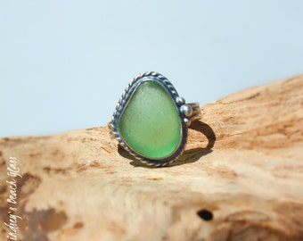 Hawaiian Kauai Vibrant Seafoam Green Beach Glass Set in 925 Sterling Silver Handcrafted Ring - Size 6.5