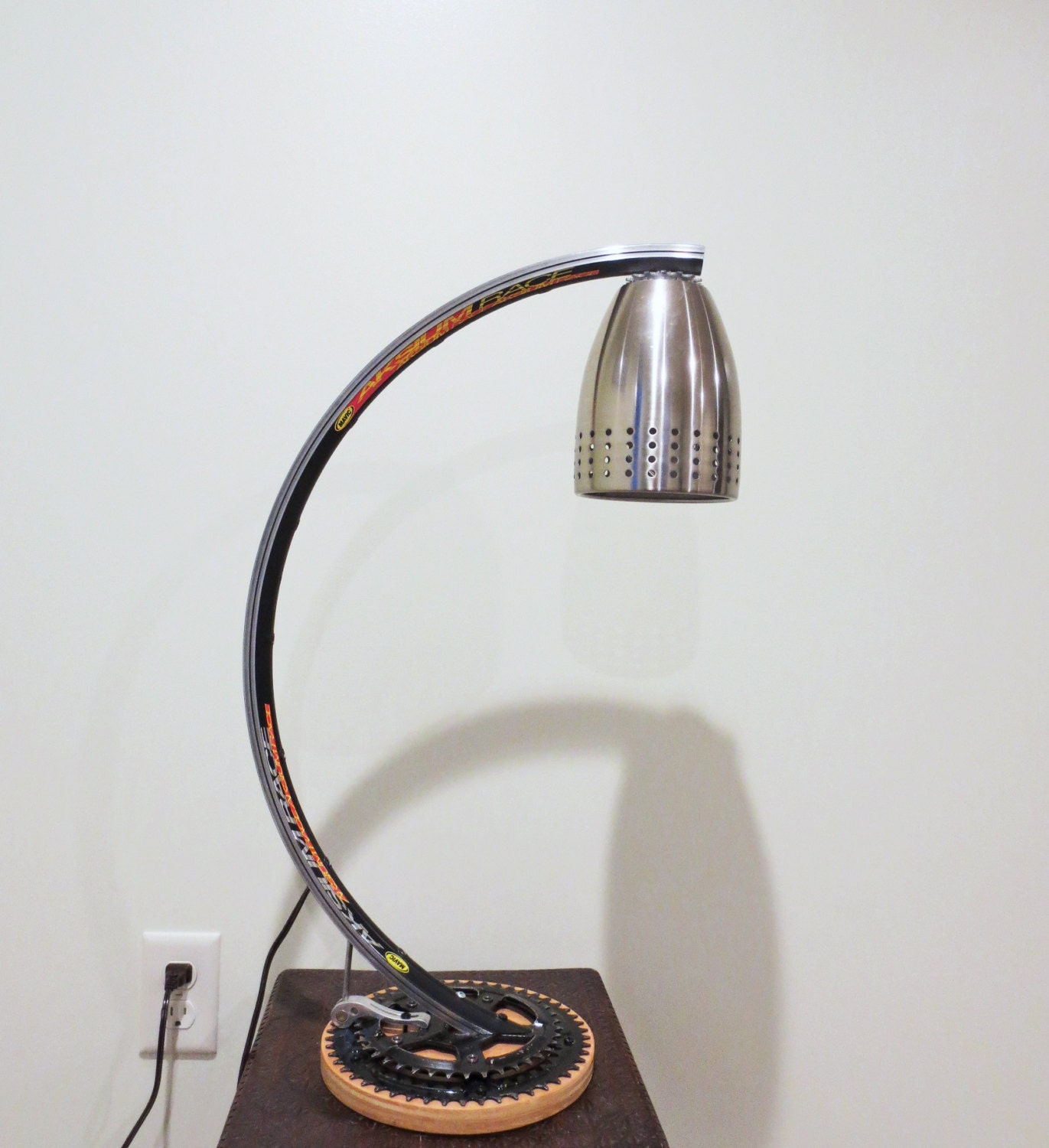 Recycling-Fahrrad Lampe Upcycled Lampe Beleuchtung umgewidmet