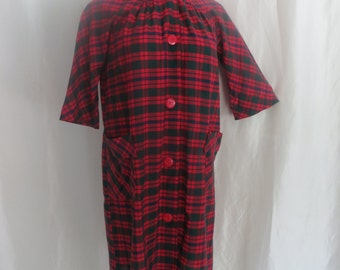 Vintage 70s womens housecoat, housedress, house coat, house dress, red green blue plaid, summer day dress
