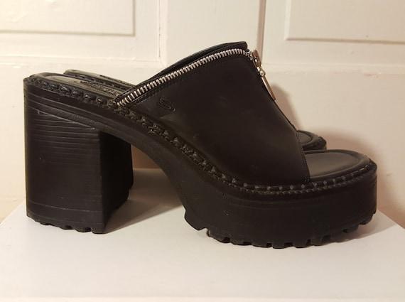 90's CHUNKY PLATFORM SANDALS // Black Zipper Heels