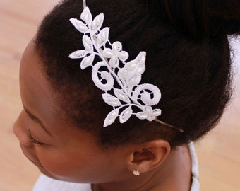 Bridal headband of lace and hansewn pearls, wedding hair accessory for the bride or the bridesmaid