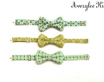 Boys Bow Ties in Pantone Green, Boys Bow Ties, Toddler Bow Tie, Bow Tie, Green and Gold Bow Ties, Wedding Ring Bearer