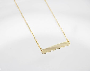 Scallop Bar Necklace