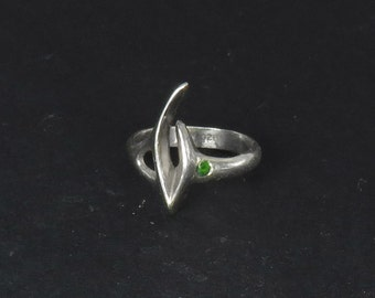 Silver Claw Ring with Emerald - Sterling Silver Hand-Carved Abstract Ring with a Precious Stone