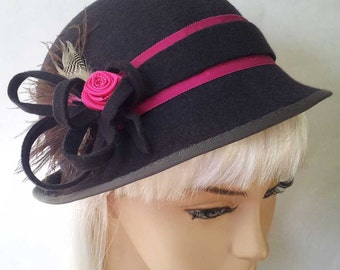 Grey wool felt cloche hat with cerise pink detail (ooak)