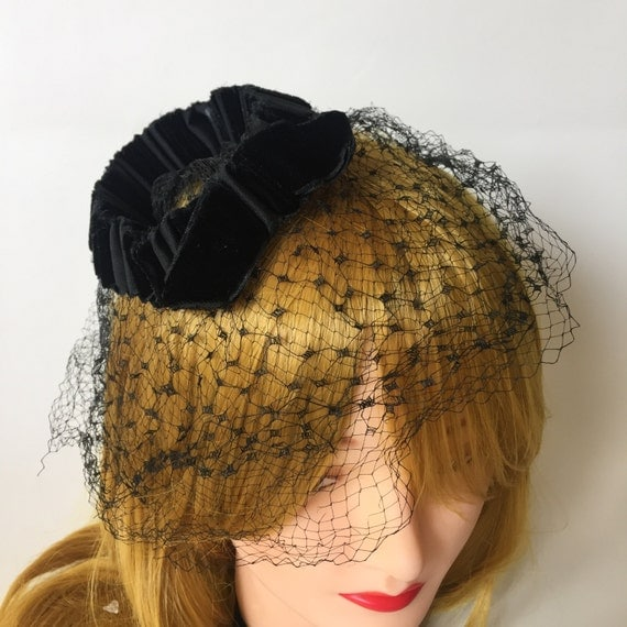 Vintage Black Veil Hat With Mesh  - Pillbox Black Funeral Topper Hat with Veil - Gothic Mesh Mourning Hat Sexy Pin Up Burlesque Topper Veil