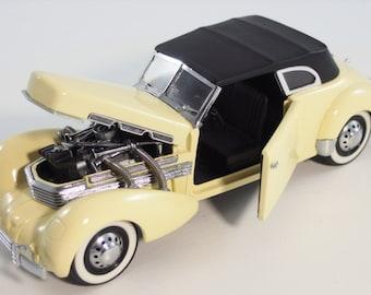 Vintage Franklin Mint 1937 Cord 812 Phaeton Coupe Convertible - 1989 Version
