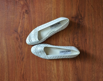 80s white leather ballet flats / 1980s woven leather flats / braided leather slip on shoes 6
