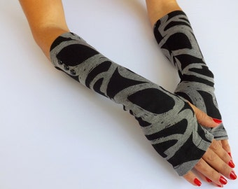 Fingerless Gloves. Black and Gray printed Jersey gloves. Arm warmers.
