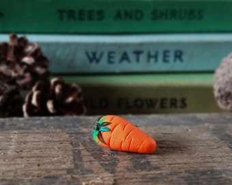 By the Shed Carrot Orange Pin Badge - Lapel Badge - Tie Pin - Vegetable - Fruit - Allotment - Gardening - Garden Gift - Carot - Quirky - Fun
