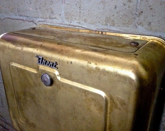 vintage cistern, brass cistern, retro cistern, retro bathroom, retro toilet, vintage toilet, vintage bathroom