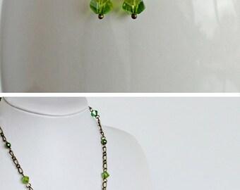 Earring Green Pearl Green Crystal Dangle On Brass Link Gracefully Feminine Long Earring for Women Minimalist Earring Lightweight
