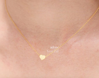 Minimal Pretty Simple Gold Heart Necklace