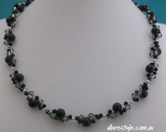 Swarovski crystal necklace (black)