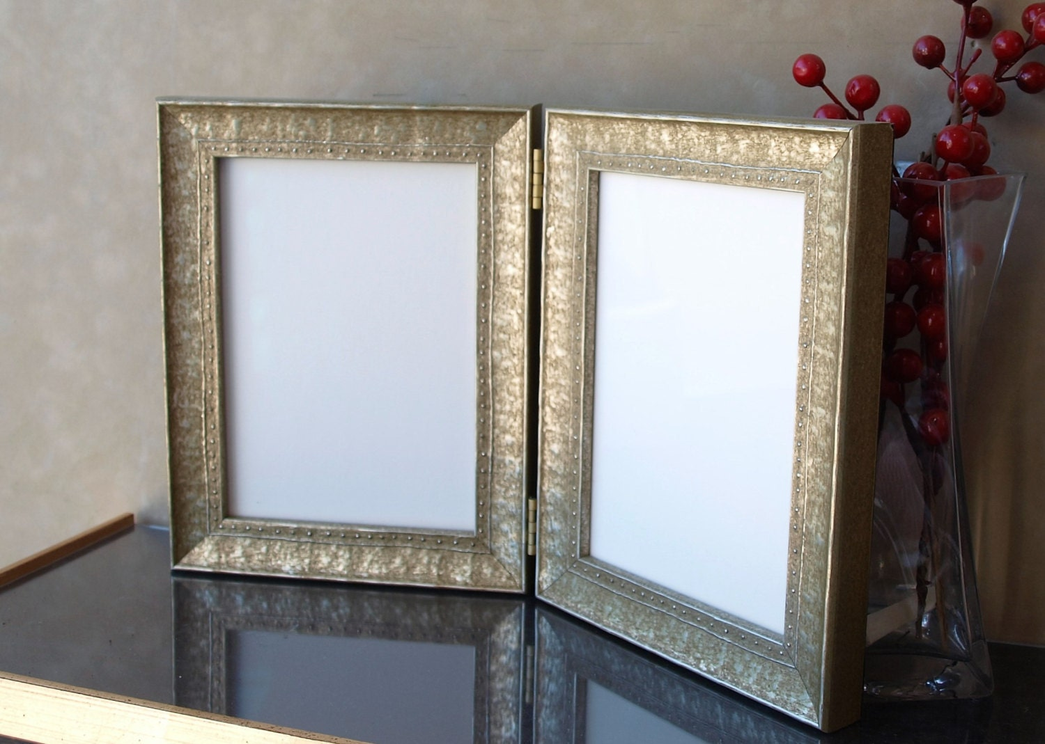 studded double hinged photo frame 3 x 5 4 x 6 5 x 7 8 x. Black Bedroom Furniture Sets. Home Design Ideas