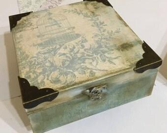 Vintage Decoupage Box. Vintage Turquoise Box. Turquoise Jewelry Box. Vintage Keepsake Box and Gift. Jewelry Organizer in Vintage. Wood Box