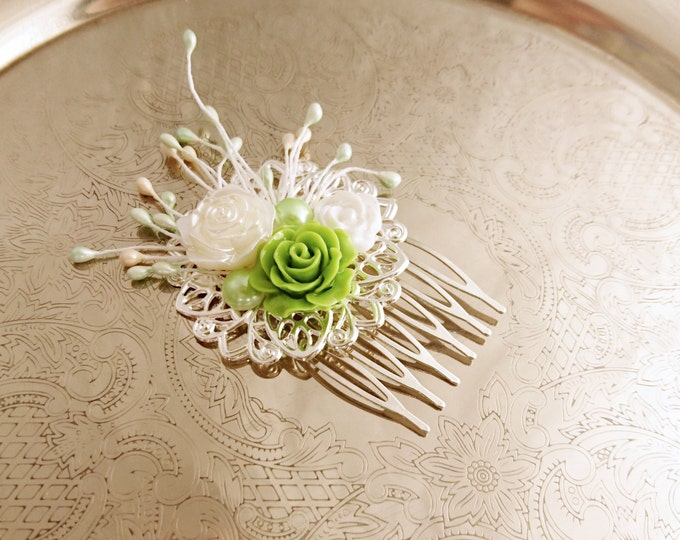 Handmade wedding hair comb clip resin flowers roses vintage green creme white wedding prom accessory hair piece bride