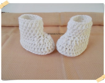 Crochet baby shoes, White baby boots, Baby booties, Baby boy shoes, Newborn baby booties, Crib shoes, Baby girl shoes, Baby gift