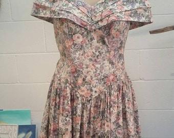 Gorgeous vintage floral cold shoulder cotton sundress from the 80's
