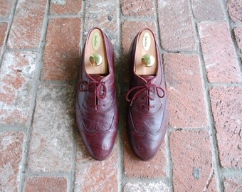 Vintage Mens 10.5 Pierre Cardin Spanish Burgundy Leather Lace Up Oxfords Brogues Long Wingtips Wedding Suit Shoes Hipster Preppy Pointy Toe