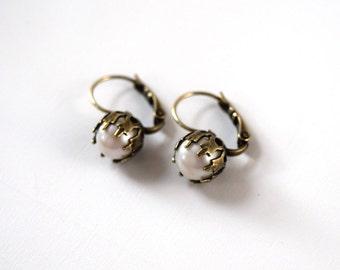 Vintage Pearl Earrings, Antique Gold Pearl Earrings, Pearl Dangle Earrings, Crown Pearl Jewelry, Pearl Dangles, Vintage Style, Old Hollywood