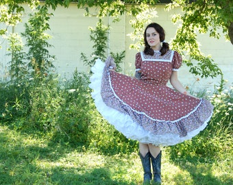 Brown floral swing dress, white lace yoke, boho circle skirt square dance country western 1970s 1940s style M L