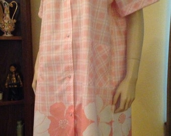 Nice Peach and White Plaid and Flower Snap Up Cotton Robe