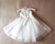 Floor-length Ivory Flower Girl Dress Lace Flower Girls Dress Baby Girl Dresses Lace Tulle Dress With Bows Birthday Gift for Girl