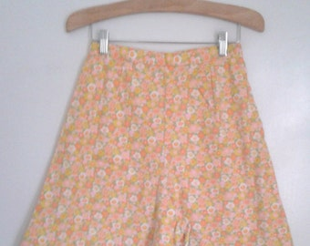 Vintage 1960's Yellow Pink Ditsy Floral Daisy Print A-line Shorts High Waisted Sz XS Small Mad Men