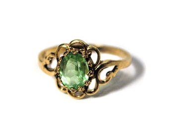 80s Green Glass Ring, Gold Tone Ring, Goldtone Ring with Green Stone, Peridot Ring, August Birthstone Ring, Size 7.5