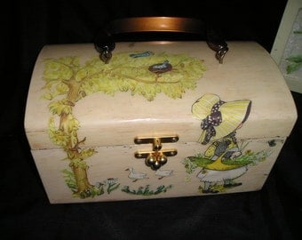 Sweet Vintage Country Garden Scene Holly Hobby w/Ducks,Cats,Puppies and Birds Decopaged Wooden Hand Bag/Purse Mint.