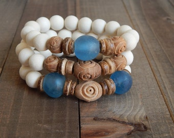 SALE White wood stretch bracelets with recycled glass, african glass beads, bracelet set, beach chic, neutral, summer fashion, beach wedding