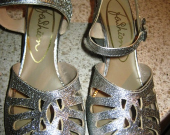 ON SALE - Early 1970's Silver Wedge Sandals - size 4 / 36