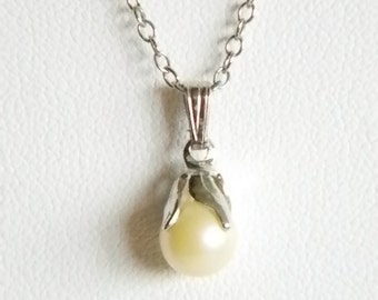 Silvet Tone Chain with Single White Pearl Pendant Necklace