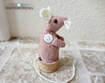 Little felt mouse, stuffed mouse, small mouse, stuffed felt animal, soft toy