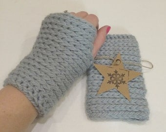 Chunky knit-look crochet fingerless gloves in Ice-Blue colour