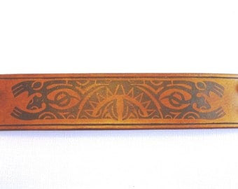 Brown leather cuff (40 mm width) - Polynesian Design