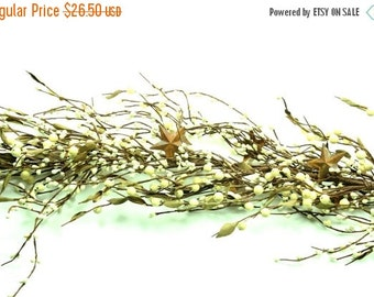ON SALE Free Shipping - Pip Berry Garland with Rusty Stars -Mixed Berry Garland-Primitive Garland--Primitive Decor--Rustic Decor