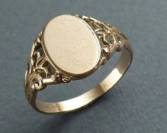 Gold signet ring- size 6.5